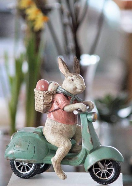 osterhase auf moped